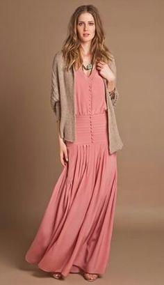 Vestido super feminino de cintura baixa.