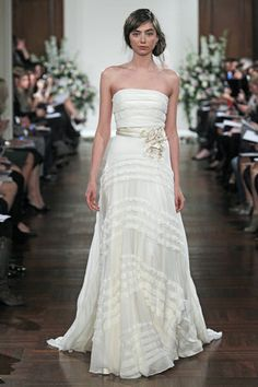 Dress perfect for a beach wedding | Gown by Jenny Packham