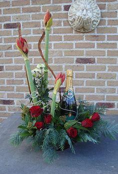 Bloemstuk met fles wijn - tutorial - Valentijn / Flower arrangement with wine bottle - tutorial -  Valentine