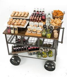 How to set up a fun, cute, and easy bagel buffet for a breakfast or brunch party. Iftar, Food Trucks, Abigail Kirsch, Wedding Food Stations, Party Stations, Catering Display, Catering Food, Food Gallery, Snacks Für Party