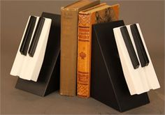 Modern Bookend: Piano Keys Piano Crafts, Music Crafts, Music Decor, Key Crafts, Piano Art, Piano Room, Old Pianos, Piano Keys, Repurposed Items