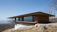 Maison contemporaine en bois en porte à faux sur une colline au Japon, Une-15-05-kidosaki-architects #construiretendance