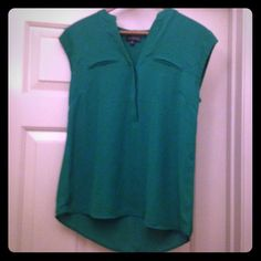 15% off bundles The Limited Green Top Size small kelly green shirt from The Limited. Worn one time. Gorgeous seaming to complement the figure! The Limited Tops