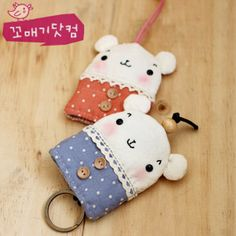 Scrap Fabric Projects, Fabric Scraps, Quilting Projects, Sewing Projects, Felt Diy, Felt Crafts, Felt Keychain, Key Pouch, Key Covers