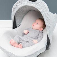 PikkuVanilja Baby's Only harmaa sileäkuosinen turvakaukalosetti