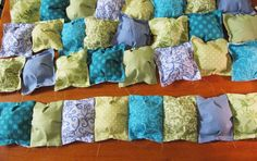 Puff Quilt. Make the little square puffs and then sew together.