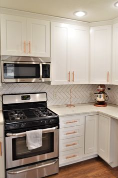 Bailey's Cabinets. BaileyTown USA Select, Maple, White finish, Jamestown door style White Cupboards, Kitchen Cabinetry, Countertops, Kitchens, Usa, Home Decor, Style, White Dressers, Kitchen Cabinets
