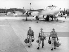 USA, Military, USAF, Strategic Air Command (SAC): A Boeing B-47 'Stratojet' long distance bomber. After landing on its air force base. The crew leaving the aircraft.Vintage property of ullstein bild
