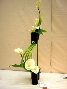 30 Pictures of Japanese Art Of Flower Arrangement, Ikebana - Ikebana: The Beautiful Simplicity of Japanese Flower Arranging Design Arr - Ikebana Flower Arrangement, Ikebana Arrangements, Floral Arrangements, Wedding Arrangements, Deco Floral, Arte Floral, Floral Design, Love Flowers, Fresh Flowers