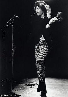 Mick Jagger con pantalón pitillo de cuadros