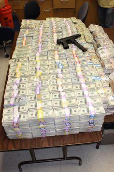 Так выглядят 24 миллиона долларов 100-долларовыми купюрами