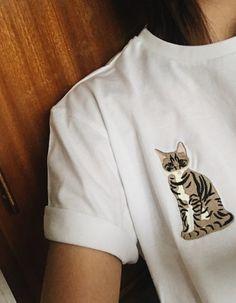 Koszulka haftowana one size /// wymiary - długość: 65 cm, obwód: 100 cm, długość rękawa: 19 cm 100% bawełna, haft wykonany maszynowo Koszulka nadaje się do prania w pralce, maksymalna temperatura prania 30st.