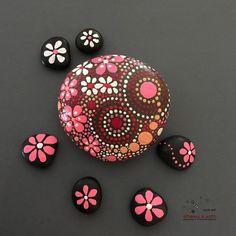 Arte rupestre Rock pintado diseño inspirado en el Mandala