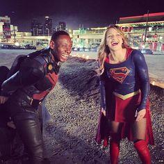 Martian Manhunter (David Harewood) and Supergirl (Melissa Benoist) Kara Danvers Supergirl, Supergirl Tv, Supergirl And Flash, Melissa Marie Benoist, The Cw, Glee, Danny Collins, David Harewood, Comedia Musical