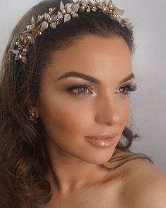 @beauty_byjulie 💄@stephaniebrowneau 👑 #makeup #dolledup #hair #glow #natural #mua #melbournemua #softcurls #fashion #inspiration #blogger #blueeyes #headpiece #headband #leaves #pearls #swarovski #jewellery #handmade #gold #goldglow #selfie #photography #melbourne #australia