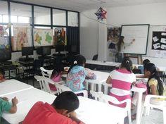 Biblioteca Pública de Belén de Umbría - Risaralda, Colombia. Aquí los niños indígenas están tomando clases de alfabetización digital!!! Bibliotecas Vivas por todo el país y para todos!