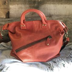 Susan Loves William boutique is now carrying Latico Leather Handbags.