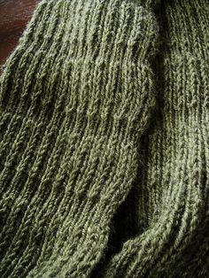 Cheryl's scarf by Wei S. Leong - free pattern to knit this simple scarf using Stansborough Mythral yarn