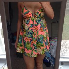 Cute flowery summer dress. Another cute summer dress. Bright and colourful. This is another on of my favourite Australian brands. Very flattering neckline and low Bacall, adjustable straps. Australian size 10 which is a US 6. Worn only twice, perfect condition. Mooloola Dresses Mini