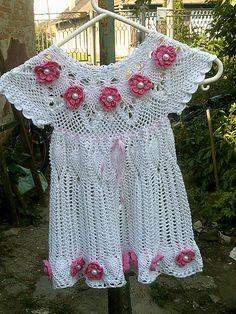 martin1984 / Biele šaty s kvietkamy Crochet Top, Handmade, Women, Fashion, Tricot, Moda, Hand Made, Fashion Styles, Fashion Illustrations