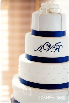 navy wedding cake. With silver instead of white accents