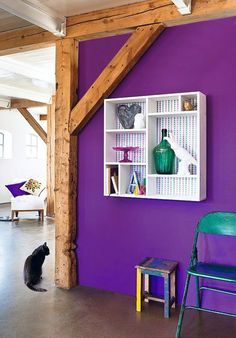 Purple wall and colorful deco items Murs Violets, Purple Accent Walls, Purple Interior, Exposed Wood, Diy Wall Decor, Home Decor, Home And Deco, Diy Storage, Storage Ideas