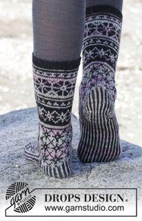"""Gebreide DROPS sokken met Noors patroon van """"Fabel"""". Maat 35-43 ~ DROPS Design"""
