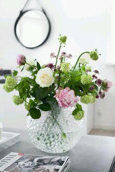 House Of Philia: Buketter Ska Ju Vara Vackra and En Fodelsedagspresent House Of Philia, Cut Flowers, Fresh Flowers, Beautiful Flowers, Beautiful Flower Arrangements, Floral Arrangements, Deco Floral, My Flower, Bouquets