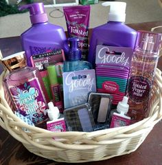 Best Birthday Gifts For Teens Friends Easter Baskets Ideas - Diy gift For Kids Ideen Mother's Day Gift Baskets, Christmas Gift Baskets, Best Christmas Gifts, Basket Gift, Homemade Gift Baskets, Gift Baskets For Women, College Gift Basket For Girls, Mothers Day Baskets, Raffle Baskets