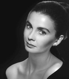 """Jean Simmons - the girl who went from Cricklewood to Hollywood - Portrait of the beautiful British actress who starred in Spartacus, Elmer Gantry, and Guys and Dolls, and who won an Oscar nomination at age 20 for Hamlet. The Happy Ending [1969]. """"I was 20, this was my first film with Richard Brooks I was a young focus puller is another term for 1st camera assistant, that became friends with a movie star. It was at the end of that year I moved to the USA my work was there and I was also able…"""