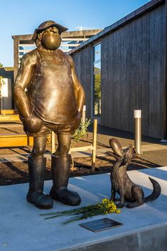 If you are a fan of Footrot Flats, you will recognise this statue immediately. North Island New Zealand, South Island, Footrot Flats, Stair Art, Living In New Zealand, Best Mate, Family Destinations, Kiwiana, Mish Mash