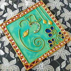 Lippan Kaam,mud and mirror work. Worli Painting, Ganesha Painting, Mirror Painting, Pottery Painting, Fabric Painting, Clay Wall Art, Mural Wall Art, Murals, Clay Art Projects