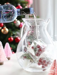 love the ice cubes------Jingle Juice Holiday Punch | inspiredbycharm.com #IBCholiday