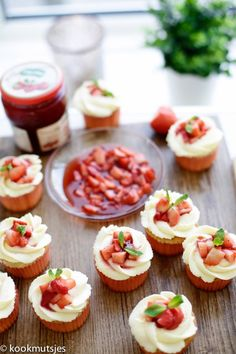 Roquefort mini cakes, smoked walnuts and bacon - Clean Eating Snacks Strawberry Shortcake Cupcake, Apple Smoothies, Salty Cake, Baking Tins, Savoury Cake, Mini Cakes, Cup Cakes, Original Recipe, High Tea
