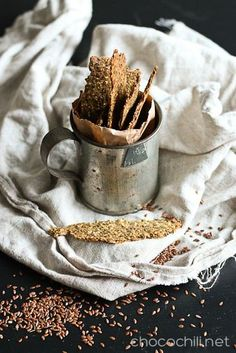 Gluteeniton siemennäkkäri Sugar Free Recipes, Raw Food Recipes, Healthy Recipes, Healthy Foods, Vegan Gluten Free, Dairy Free, Gluten Free Crackers, Vegan Bread, Food Inspiration