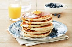 This recipe calls for medium heat, but depending on your stove, you may need to adjust the temperature to achieve the perfect golden-brown colour. Start by preheating your skillet and testing the temperature on a single pancake.