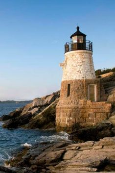 Autumn by the sea translates to apple orchards, ghost tours, fall color, wine tastings, and a slower pace in these ideal fall retreats. East Coast Lighthouses, East Coast Travel, Ghost Tour, Family Outing, Beach Town, Autumn, Fall, Rhode Island, Newport