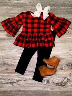 Bell sleeve and plaid, we can't even take it! Stretch cotton leggings that pair perfectly with our plaid top making our Buffalo Plaid Bell Sleeve Set a must! Little Girl Outfits, Cute Outfits For Kids, Toddler Girl Outfits, Girls Christmas Outfits, Outfits Niños, Plaid Outfits, Batman Outfits, Rock Outfits, Couple Outfits