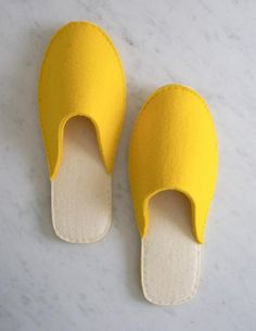 Felt slippers diy tutorial > how to make these lemon yellow house shoes.