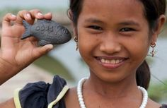 Life-Changing Community Project Initiatives For The Social Traveler: The Lucky Iron Fish is a nifty product designed to provide iron for families with iron deficiencies in countries like Cambodia! Online Marketing Tools, Social Media Marketing, Digital Marketing, Social Entrepreneurship, Growth Hacking, Social Enterprise, Non Profit, Cool Things To Make, Life Lessons