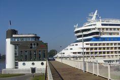 Cruiseboot aan het Zuiderterras