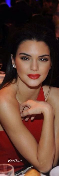 BEST FACIAL PIC OF KENDALL JENNER I HAVE EVER SEEN-MAKEUP DONE SO GLAM- THIS WAS AT AN EVENT-THEY SHOULD MAKE HER LOOK THIS PRETTY ON THE RUNWAY INSTEAD OF THE ZOMBIE WITH HORRENDOUS SKINTONE THEY USUALLY SEND HER MARCHING OUT IN- JUST HAD TO POST CAUSE IT ANNOYS THE HELL OUT OF ME WHEN I SEE HOW TERRIBLE THEY PURPOSELY LIFELESS THEY MAKE HER LOOK ON THE RUNWAYS