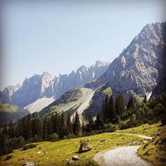 """7 Likes, 1 Comments - Christian Schmidbauer (@chricki74) on Instagram: """"Abfahrt vom Karwendelhaus Richtung Hinterriss #karwendel #karwendelgebirge #lalidererwände #mtb…"""""""