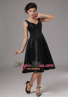 wholesale simple black bridesmaid dress with straps knee-length