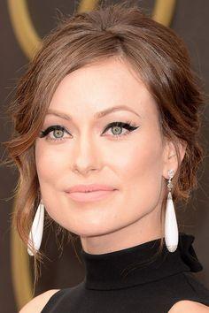 Maquillajes Oscars 2014-Otra que nos gustó mucho fue Olivia Wilde con un delineado cat-eye muy marcado. Fíjate en el detalle del delineado blanco que está debajo de...