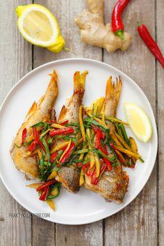 Ryba smażona z imbirem i chili - praktykulinarni Grill N Chill, Chili, Eat Smarter, Japchae, Cravings, Seafood, Tacos, Food And Drink, Turkey