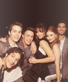 Tyler Posey (Scott), Dylan O'Brien (Stiles), Colton Haynes (Jackson), (Crystal Reed) (Alison), Holland Roden (Lydia), Tyler Hoechlin (Derek) behind the scenes of Teen Wolf.