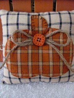Pumpkin Bowl Fillers Hand Appliqued' Homespun Pumpkins on Pumpkin Pillows, Fall Pillows, Fabric Pumpkins, Fall Pumpkins, Fall Sewing Projects, Primitive Fall, Primitive Wreath, Primitive Country, Hand Applique