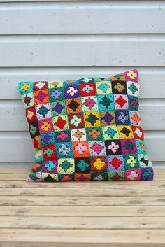 Granny Squares Pillow #crochet ::: What fun! Small grannies of all colors. Lorr