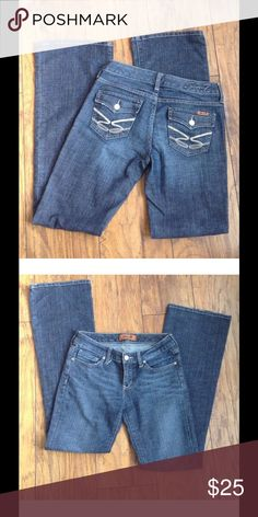 7 For All Mankind Size 26 Flare Leg Flap pocket In excellent condition.Check out my other items and make a bundle😉 7 For All Mankind Jeans Flare & Wide Leg
